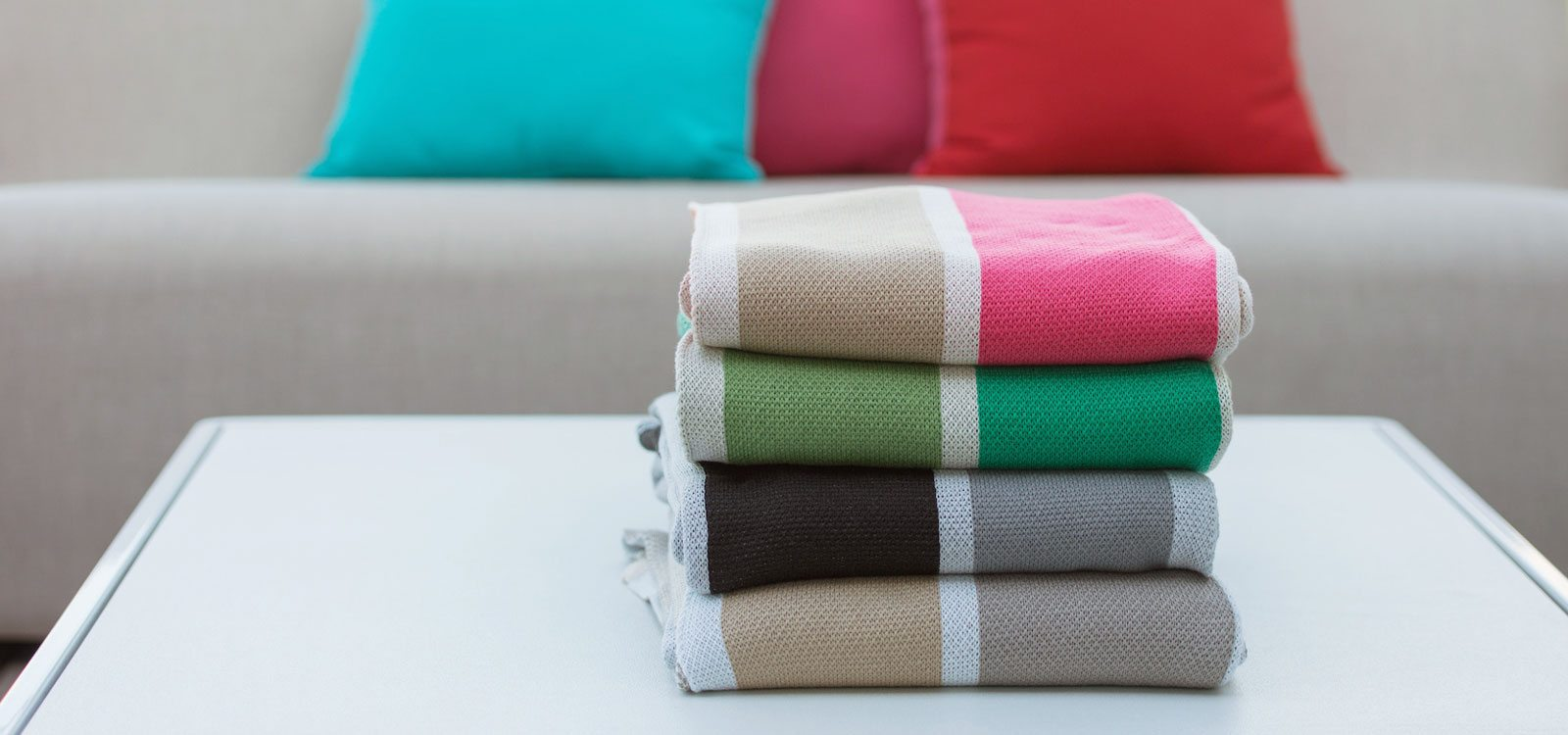 Luxury throw blankets in striped patterns from in2green